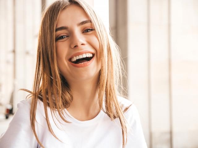 Ποια πρακτική της αισθητικής οδοντιατρικής σου ταιριάζει ανάλογα με τα χαρακτηριστικά των δοντιών σου;