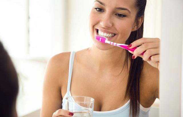 5 προβλήματα που θα αποκτήσεις αν δεν φροντίζεις τα δόντια σου
