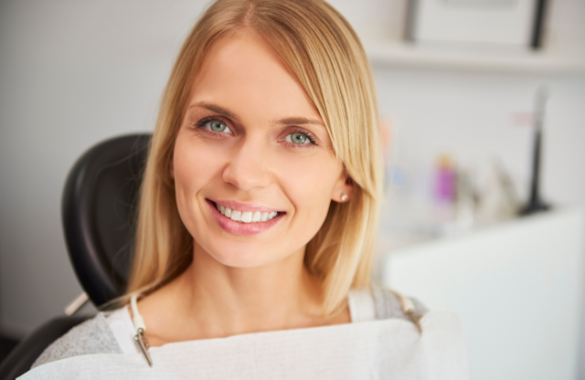 Σμάλτο δοντιών: γιατί φθείρεται και πως αποκαθίσταται